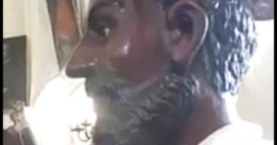 La statua lacrima ancora Folla di fedeli ad Agira