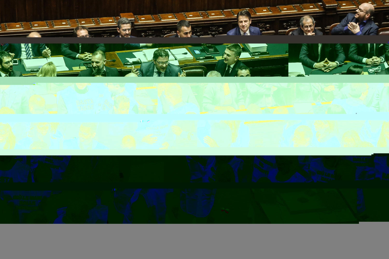 Basta tasse protesta in aula live sicilia for Deputati forza italia