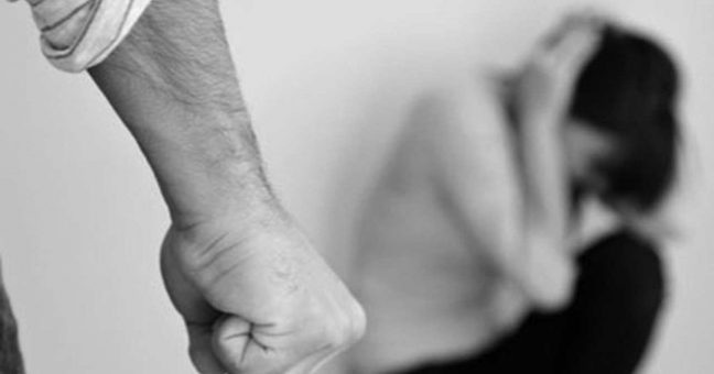 Violenza e minacce, denunciato sessantenne