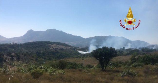 Incendi, brucia la Sicilia: forestale eroe a Isnello